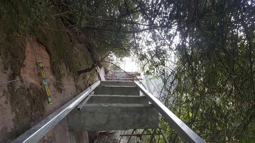 旅游新闻               近日,记者来到位于川西竹海峡谷内的玻璃栈道